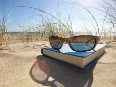 lunette-livre-plage