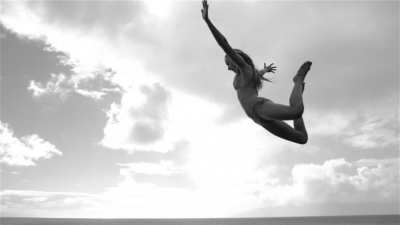 femme-qui-plonge-dans-la mer