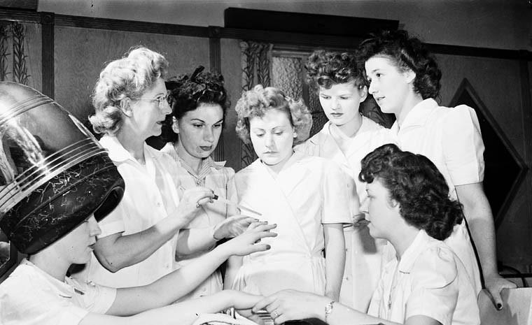 women-learning-manicure-techniques