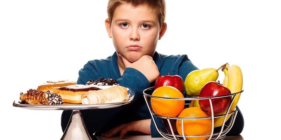 enfant-mange-trop-de-sucre-choix